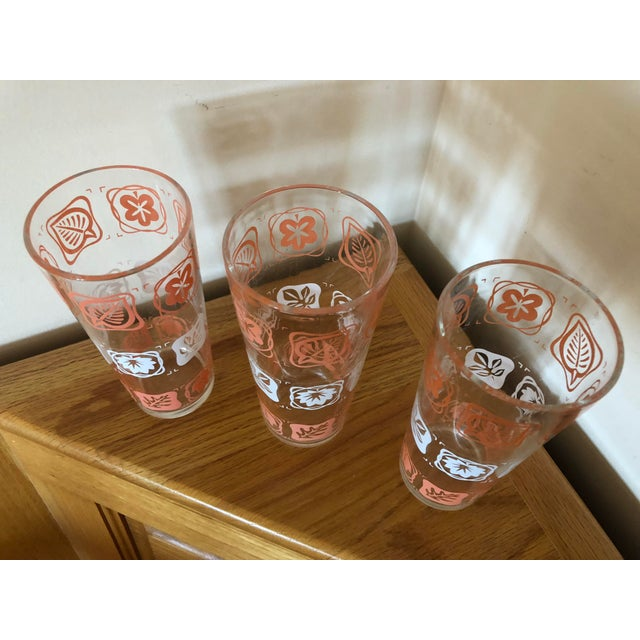 Mid-Century Vintage Pink and White Leaf Motif Glasses - Set of 3 For Sale In South Bend - Image 6 of 7