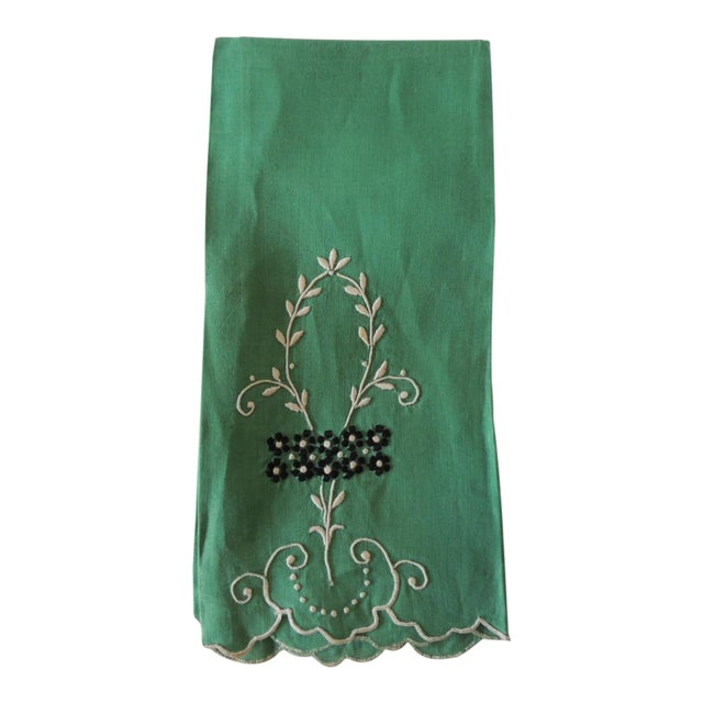 Vintage Green and White Embroidered Bathroom Guest Towel For Sale