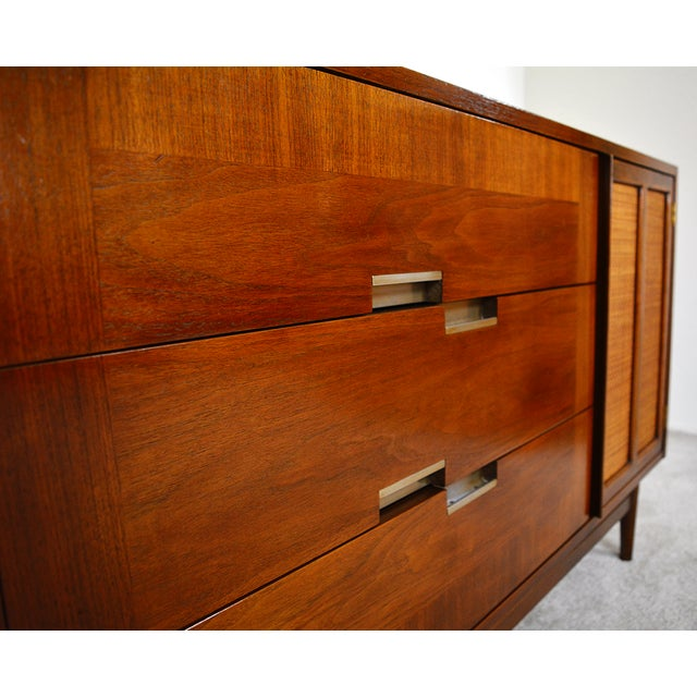 American of Martinsville 1960s Mid-Century Modern American of Martinsville Walnut and Aluminum Credenza For Sale - Image 4 of 13
