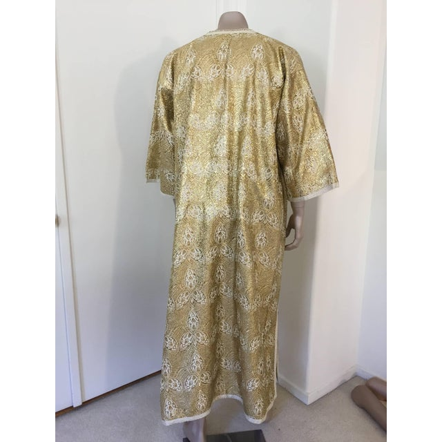 Metal 1960s Moroccan Caftan in Silver and Gold Brocade Vintage Gentleman Kaftan For Sale - Image 7 of 9