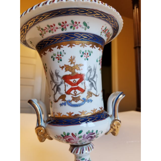 Blue Samson Chinese Export Style Armorial Urn For Sale - Image 8 of 11