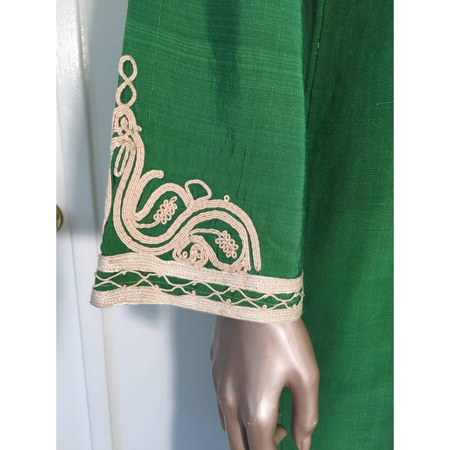 White Moroccan Caftan Emerald Green Silk Kaftan Size S to M For Sale - Image 8 of 10