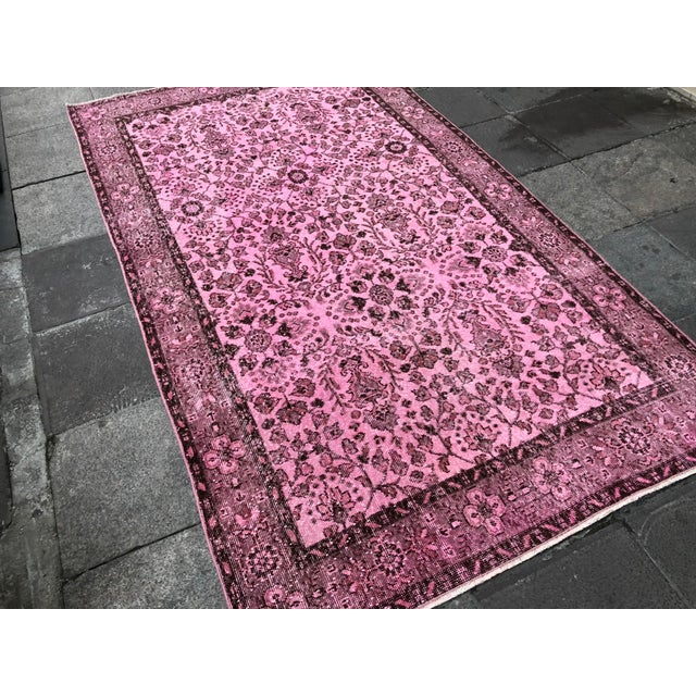 Turkish 1960s Vintage Turkish Hand-Knotted Rug - 4′8″ × 8′3″ For Sale - Image 3 of 11