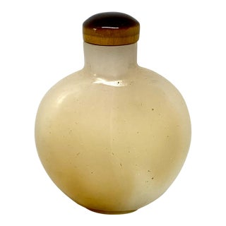 Late 19th Century Chinese Agate Snuff Bottle For Sale