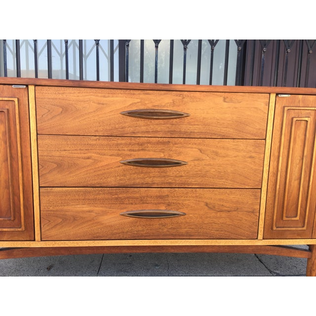 Broyhill Tan Sculpture Credenza - Image 7 of 10