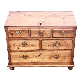Early 19th Century American Pine Dry Goods Desk For Sale