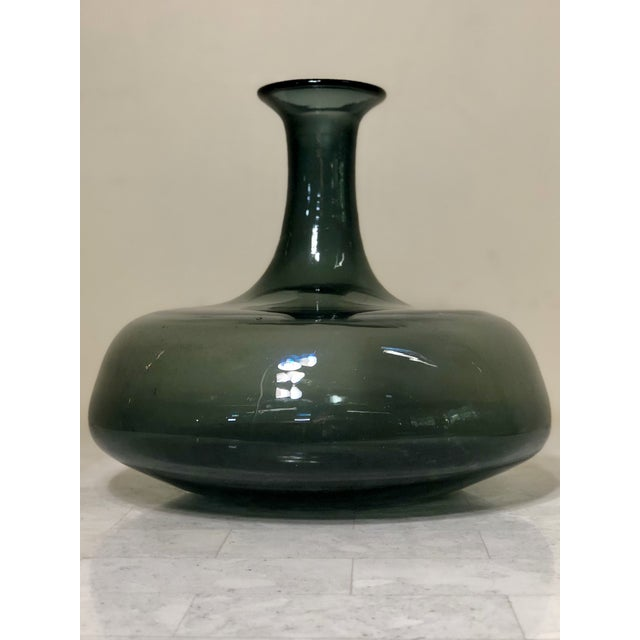 Wayne Husted 1950s Mid-Century Modern Wayne Husted for Blenko Charcoal Blown Glass Decanter For Sale - Image 4 of 11