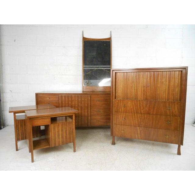 Fine Mid-century Modern Bedroom Set by John Widdicomb - Set of 5 ...