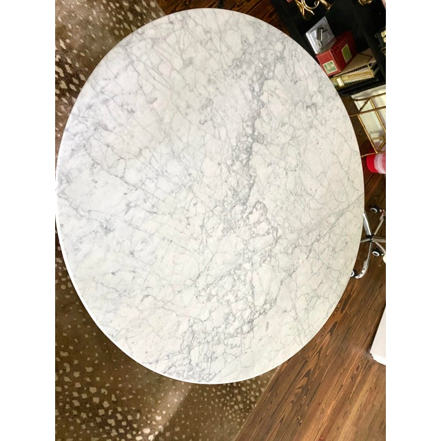 """Mid-Century Modern Carrara Marble 48"""" Round Tulip Table For Sale - Image 3 of 6"""
