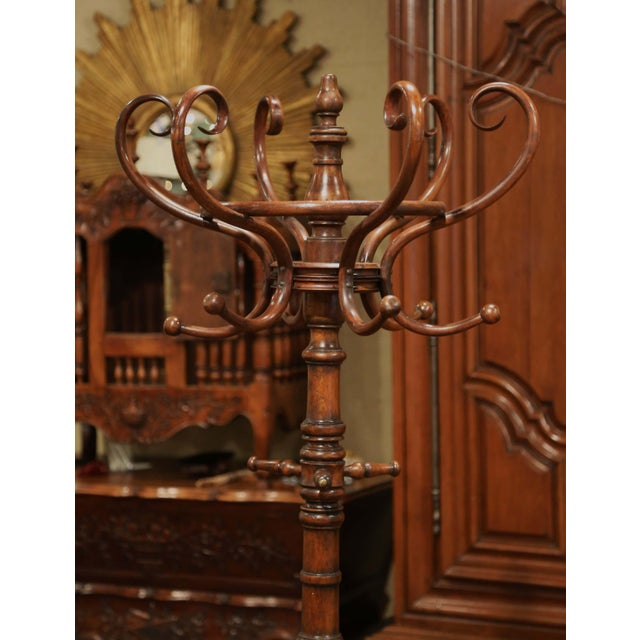 """Art Deco Early 20th Century Carved Bentwood Swivel """"Perroquet"""" Coat Stand Thonet Style For Sale - Image 3 of 8"""