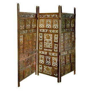 1970s Anglo-Indian 3-Panel Reticulated Leaf Themed Teak Room Divider For Sale