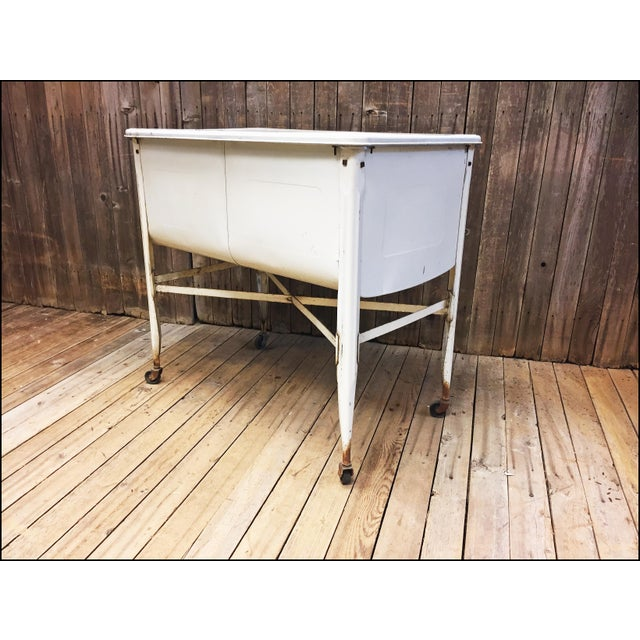 Vintage White Double Basin Metal Wash Tub with Stand - Image 6 of 11