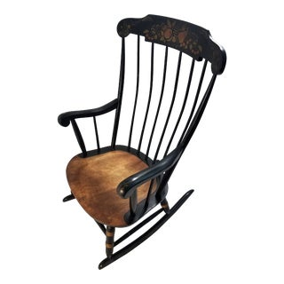 1900s American Classical Hitchcock Spindle-Back Rocking Chair For Sale