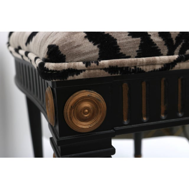 French Louis XVI Bench in Black and Gold With Bengal Tiger Motif Fabric For Sale - Image 3 of 9