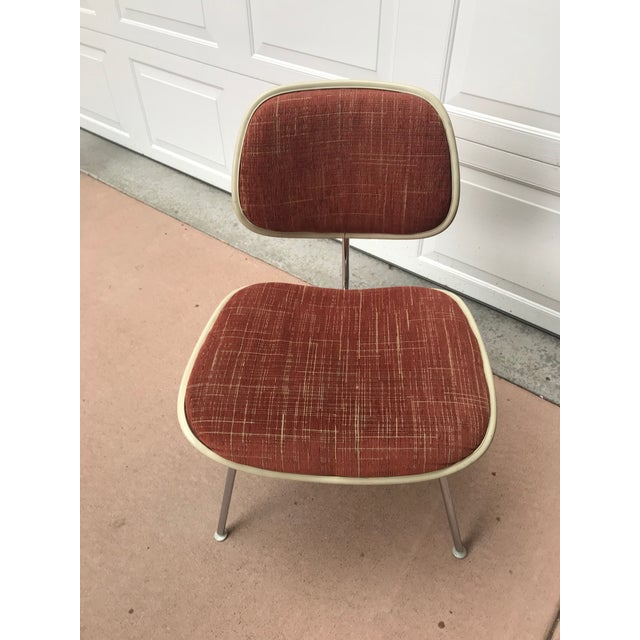 Here is a set of vintage 1970's chairs model EC 127, the upholstered version of the famous DCM, designed by Charles Eames...