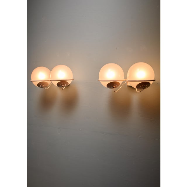 1950s Rare Gino Sarfatti Pair of '237-2' Sconces in White and Opaline, Arteluce, 1950 For Sale - Image 5 of 6