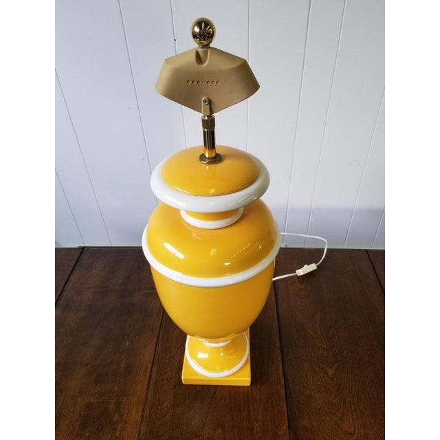 Vintage Italian Ceramic Lamp in Yellow and White For Sale In Atlanta - Image 6 of 9