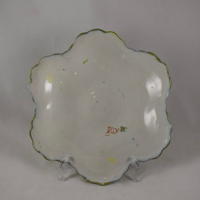 Martres-Tolosane Moustier Floral Oyster Plate – Left Facing Bird For Sale In Philadelphia - Image 6 of 9