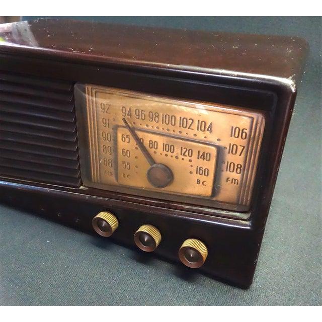 Art Deco Philco Fm / Bc Vintage Radio Circa 1948 Table Radio For Sale - Image 3 of 5