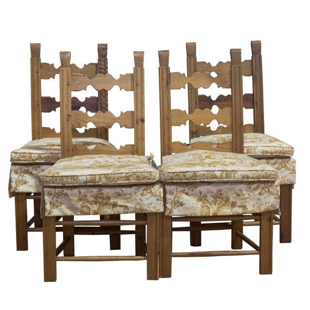 Estimate Retail Price: $9450. Vintage pine breakfast table with four (4) toile fabric cushioned chairs. Marks of character...