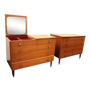 Pair of Italian Chest of Drawers With Vanity Mirror For Sale