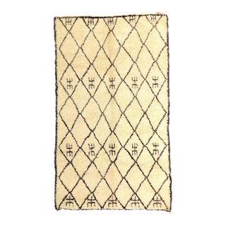 Vintage Moroccan Beni Ourain - 5′9″ × 9′ For Sale