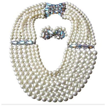White Schiaparelli Faux Pearl Bib Necklace and Earring Set. 1960's. For Sale - Image 8 of 8