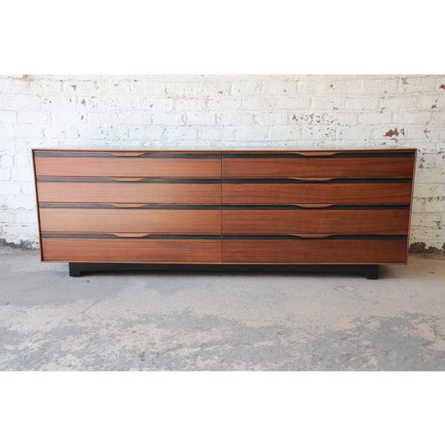 John Kapel for Glenn of California Mid-Century Modern Eight-Drawer Walnut Dresser For Sale - Image 13 of 13
