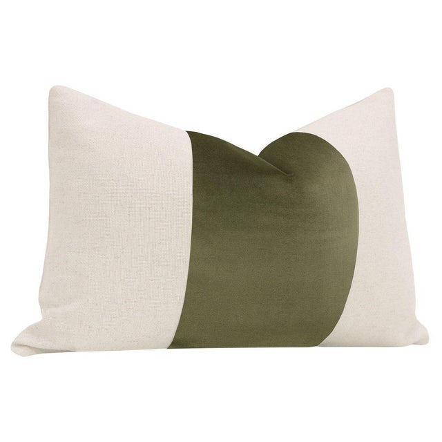 """Contemporary 12"""" X 18"""" Bayleaf Velvet Panel & Linen Lumbar Pillows - a Pair For Sale - Image 3 of 5"""