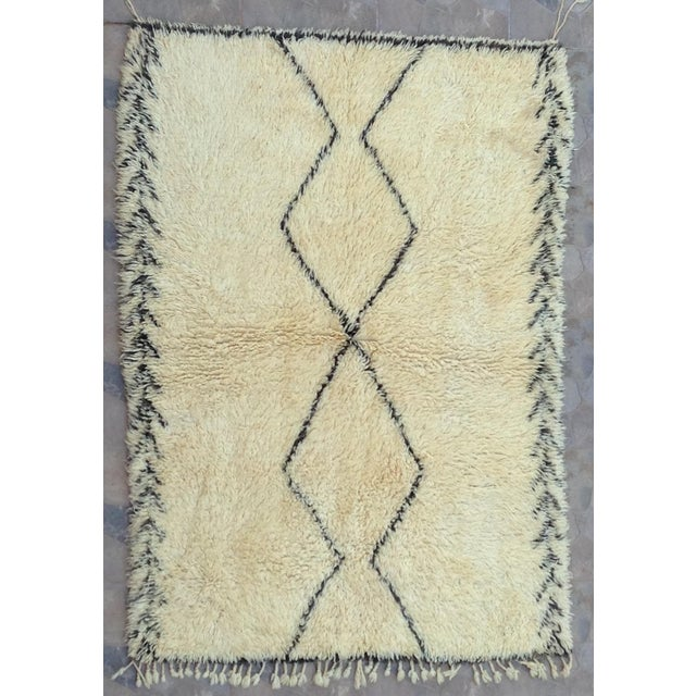 White 1980s Beni Ourain Rug- 6′1″ × 11′5″ For Sale - Image 8 of 8