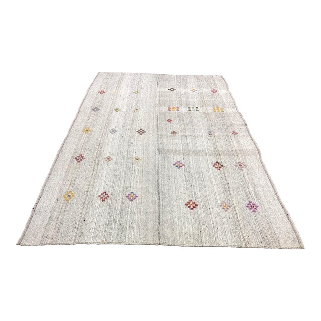 1960s Vintage Floral Patterned Traditional Turkish Anatolian Aztec Handwoven Kilim Rug- 6′10″ × 11′3″ For Sale