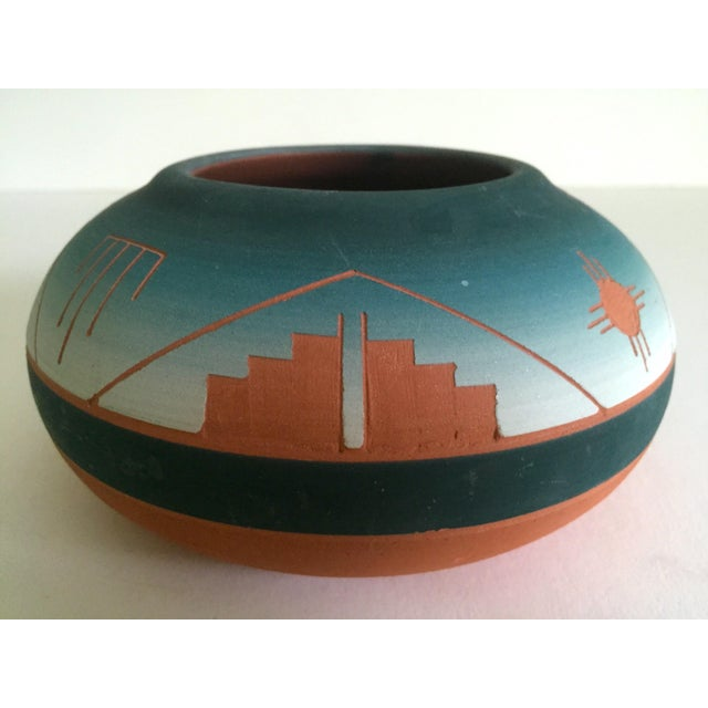 Vintage Signed Native American Sioux Swallow Teal Ombre Terra Cotta Etched Vase - Image 3 of 11