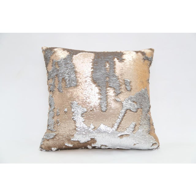 Pillow made of gold and silver sequins. Depending on how you move the sequins, they become gold or silver. Down-like fill....