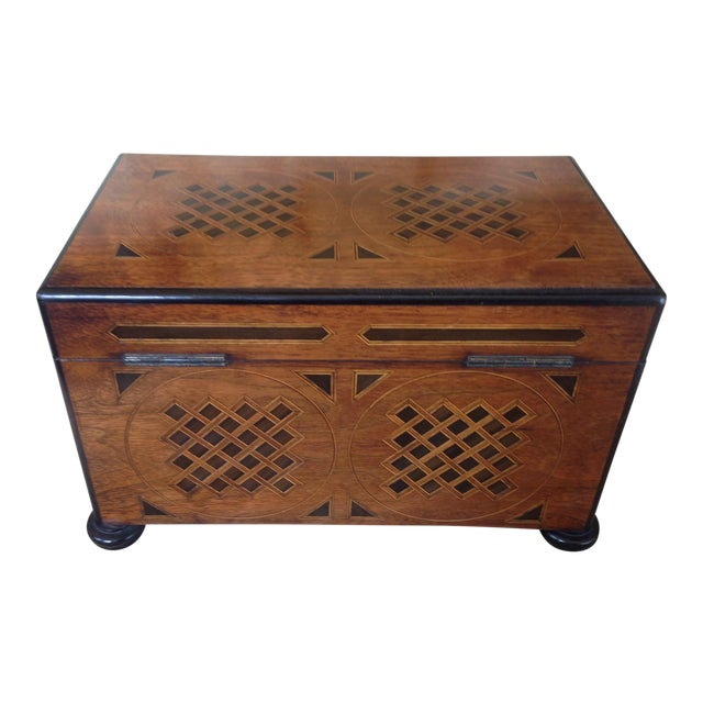 19th Century English Traditional Walnut Tea Chest For Sale