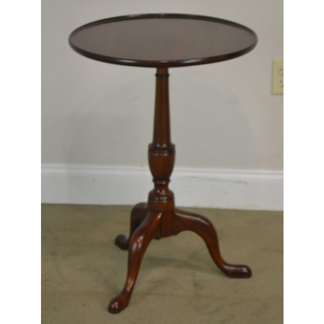 """Traditional Henkel Harris Traditional Mahogany 20"""" Round Pedestal Side Table For Sale - Image 3 of 13"""