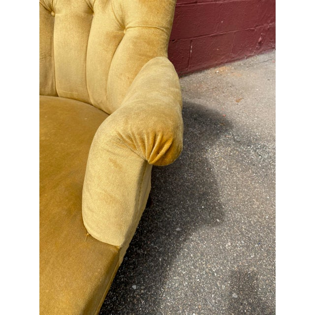 French Napoleon III Chaise Longue in Gold Velvet For Sale - Image 11 of 13