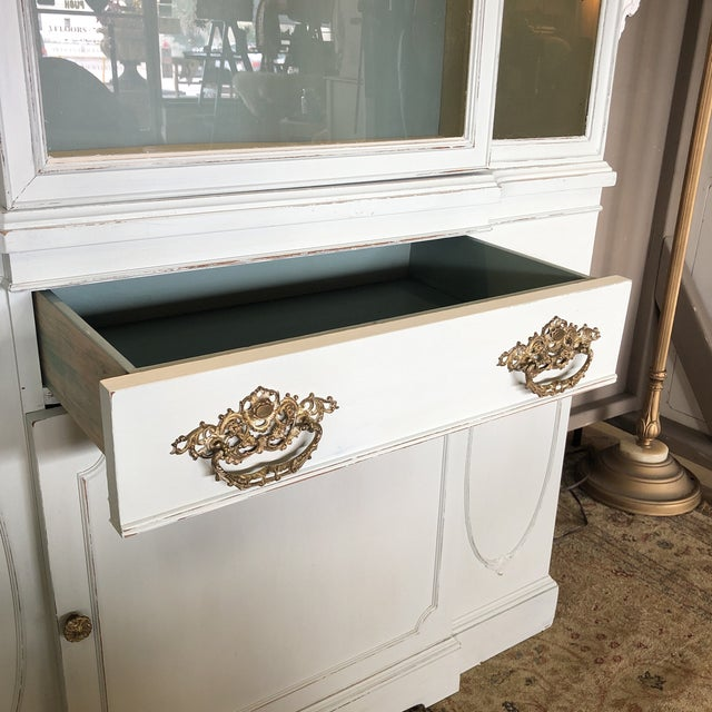 Vintage Federal Style China Cabinet For Sale In Orlando - Image 6 of 11