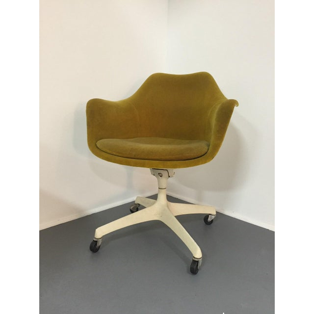 Set of four rare upholstered Eero Saarinen swivel arm chairs for Knoll circa 1960s Similar to the Saarinen pedestal chairs...