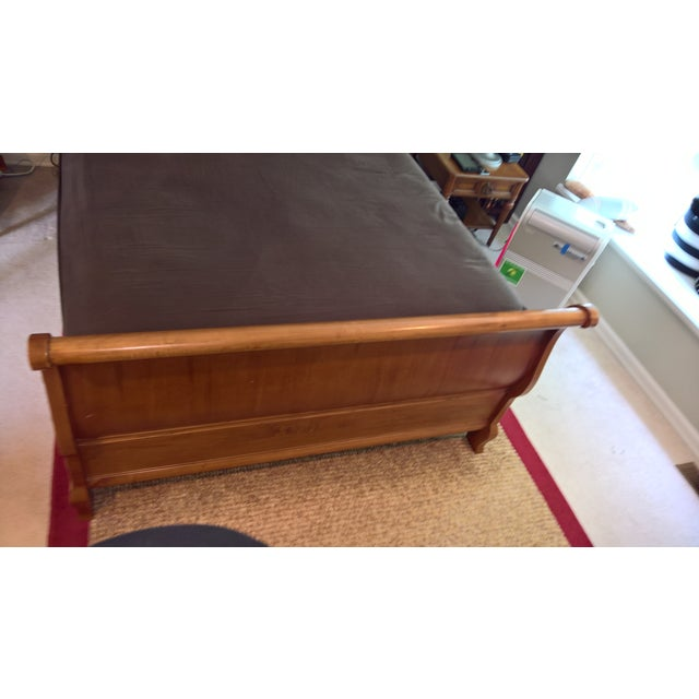 Ethan Allen Legacy Queen Sleigh Bed - Image 7 of 9