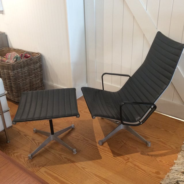 Mid-Century Modern Eames Aluminum Group Lounger & Ottoman For Sale - Image 3 of 10