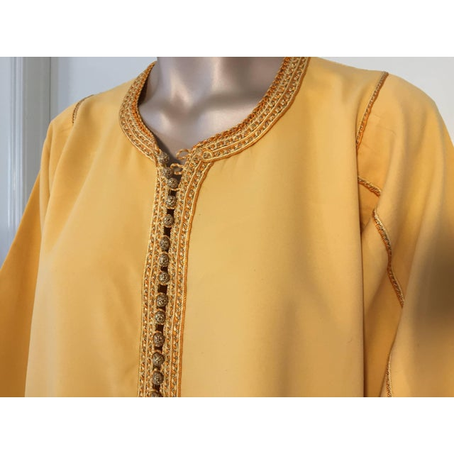 Moroccan Vintage Yellow Gold Caftan For Sale - Image 4 of 10