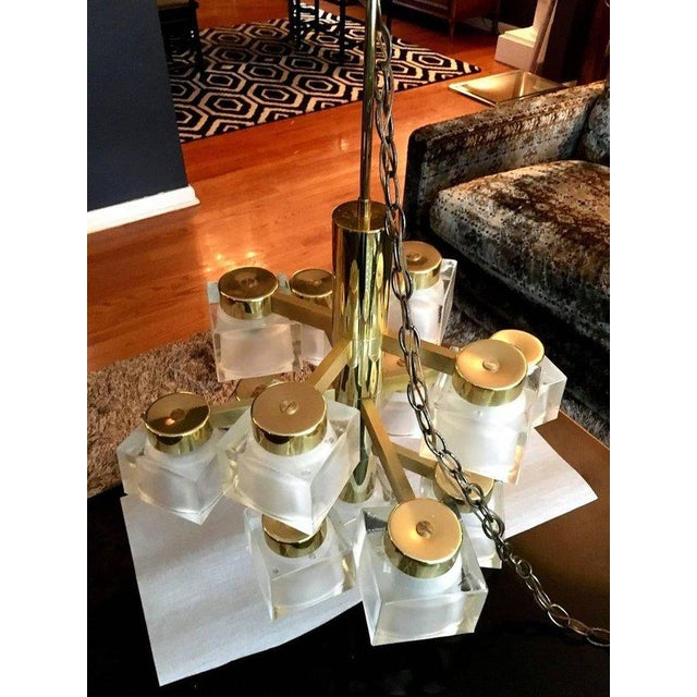 Mid-Century Modern Large Gaetano Sciolari 13 Frosted Cube Brass Chandelier For Sale - Image 3 of 11