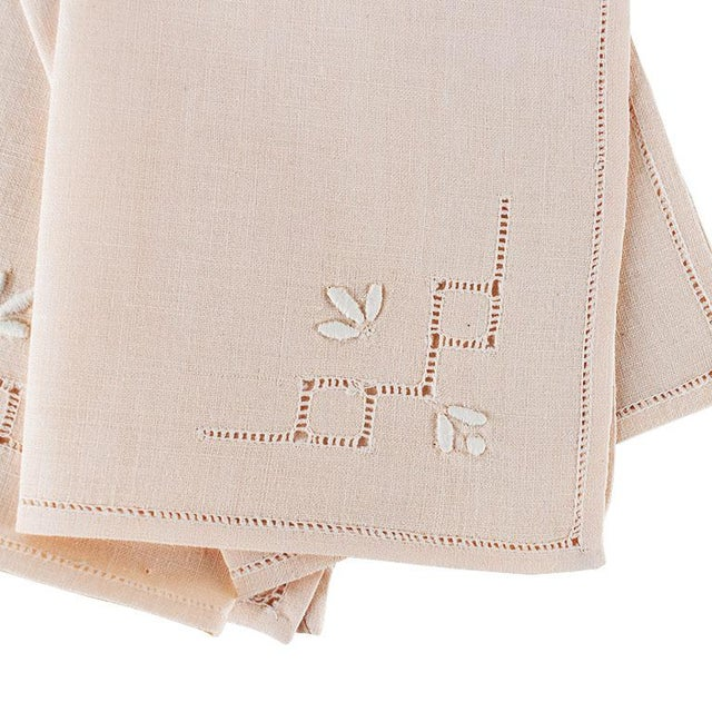 A set of beautiful vintage ballet pink linen table napkins. This set has been freshly dry cleaned and starched. (Man,...