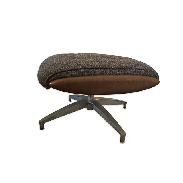 Mid-Century Modern Heywood Wakefield Lounge Chair and Ottoman For Sale - Image 3 of 4