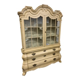 1960s Campaign Dorthy Draper Henredon Viennese Collection China Cabinet For Sale