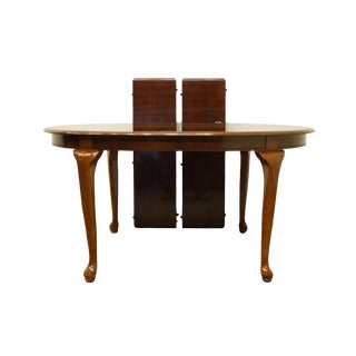 1990s Queen Anne Universal Furniture Oval Dining Table For Sale