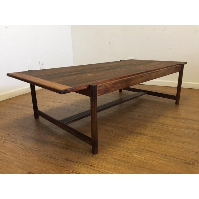 Beautiful wood grain on this Danish mid century modern Rosewood Flip Top Coffee Table with unique joints. Sides pull out...