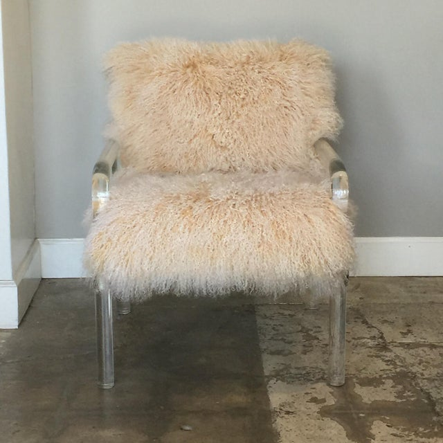 Welcoming Mongolian lamb Lucite armchair. The Mongolian lamb cover is removable for easy dusting and cleaning.