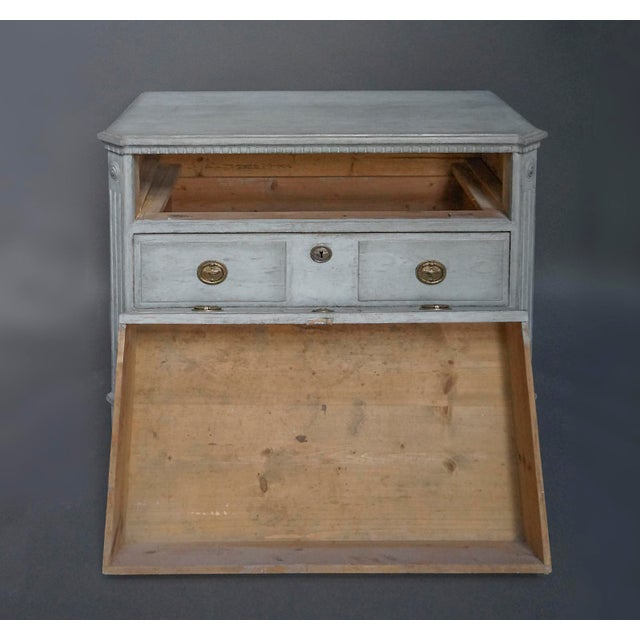 Neoclassical Swedish Neoclassical 3-Drawer Chest For Sale - Image 3 of 8