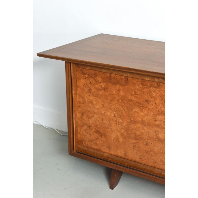 John Widdicomb American Modern Two-Door Credenza, by Nakashima For Sale - Image 4 of 10